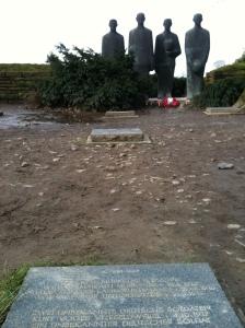 Beeld van Emil Krieger, 'Trauernde Soldaten' op de Duitse begraafplaats van Langemark. Foto: Pim Huijnen © all rights reserved