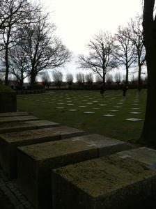 Deel van een frontstelling op de Duitse begraafplaats van Langemark. Foto: Pim Huijnen © all rights reserved